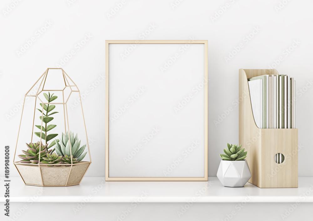Wnętrza domu plakat makieta z poziomej złotej metalowej ramie i sukulenty na tle białej ściany. Renderowanie 3D. <span>plik: #189988008   autor: marina_dikh</span>