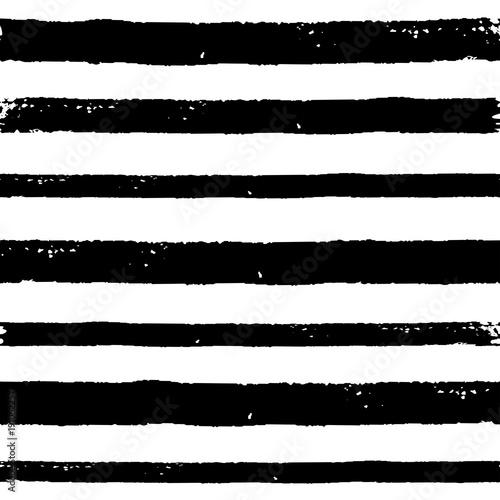 czarno-bialy-wzor-w-paski