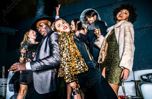 Fotografia Friends having party in a nightclub