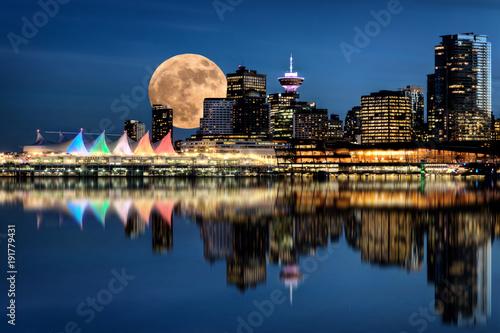 Wallpaper Mural Vancouver Night Full Moon