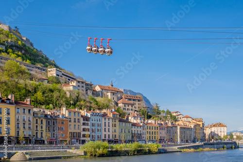 Fotografia France, Grenoble : Les quais de l'Isère et les bulles de Grenoble