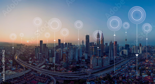 Foto Panorama aerial view in the  cityscape skyline  with network connection concept , early morning sunrise scene