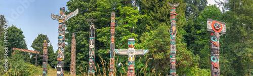 Fototapeta premium Totem Poles w Stanley Park, Vancouver - Kanada.
