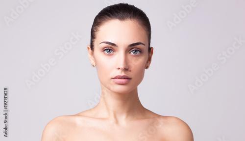 Foto Beautiful brunette woman portrait