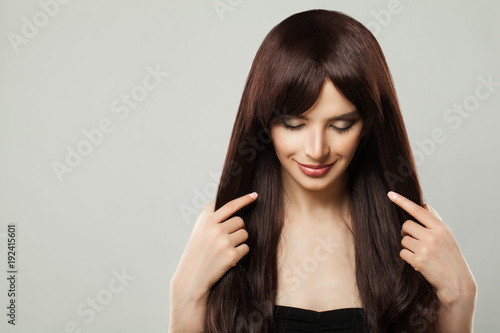Fotografia Beautiful Young Woman with Healthy Brown Hair Beauty Portrait, Closed Eyes
