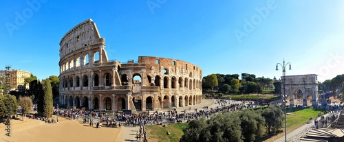 Photographie Rome, Italy panorama overlooking the ancient Coliseum and the Arch of Constantin