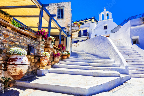 Traditional Greece - charming floral streets with tavernas, Naxos island, Cyclad фототапет