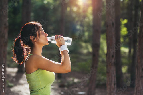Valokuva Girl drinking water