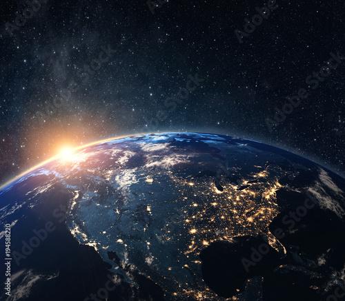 Fototapeta premium Planeta Ziemia z kosmosu w nocy. Niektóre elementy tego zdjęcia dostarczone przez NASA