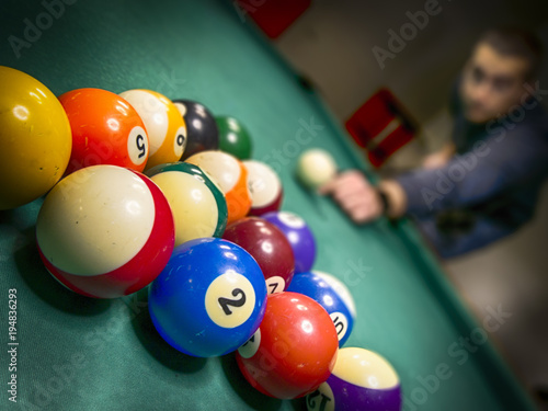 Fotografie, Obraz Man playing billiards