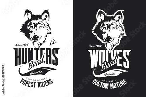 Fototapeta premium Vintage Wolf Custom Motors Club koszulka czarno-białe logo wektor. Najwyższej jakości logo zespołu motocyklowego z emblematem koszulki. Dzikie zwierzę maskotka street wear retro tee print design.