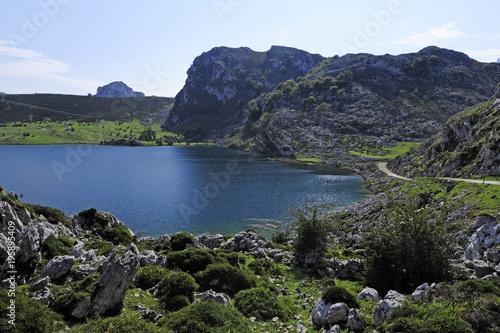 Lago de Enol im Kantabrischen Gebirge / Spanien
