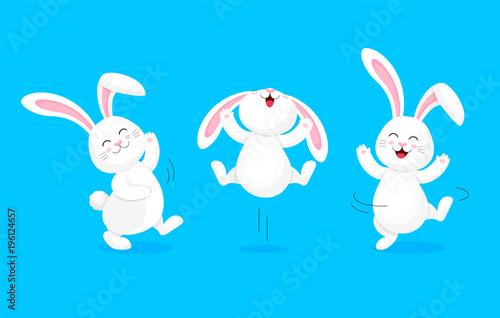Fototapeta premium Biały królik skacze i tańczy. Słodki króliczek. Wesołych Świąt Wielkanocnych, projekt postaci z kreskówek. Ilustracja na białym tle na niebieskim tle.