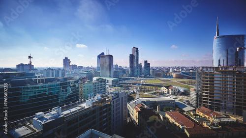 Fototapeta premium Mediolan widziany z góry z drapaczami chmur