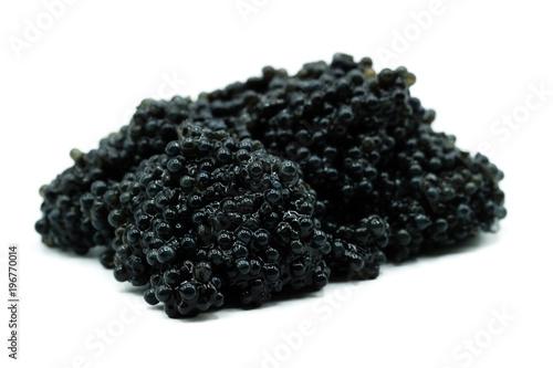 Kaviar Fischeier isoliert freigestellt auf weißen Hintergrund, Freisteller