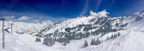 Obraz na płótnie Panoramiczna góra narciarska