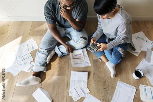 Billede på lærred Couple managing the debt