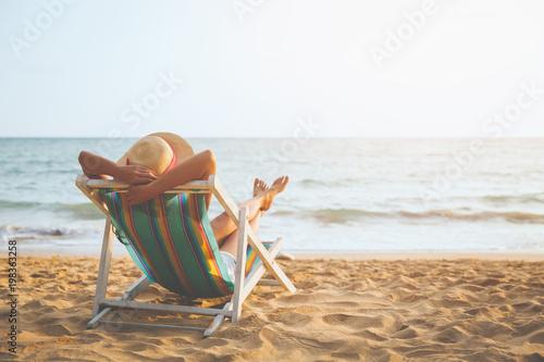 Fotografia Woman on beach in summer