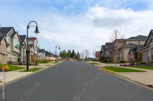 Fotografia New Suburban Neighborhood Street in North America