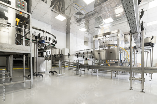 Valokuvatapetti Factory for bottling alcoholic beverages