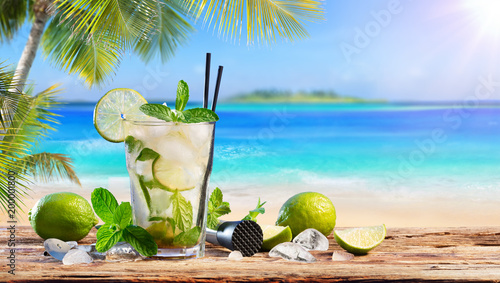 Canvas Print Fresh Mojito Drink On Table In Tropical Beach