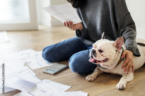 Tableau sur Toile Woman managing the debt