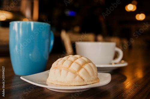 Photographie concha mexican bread and coffee cup is a breakfast in mexico city