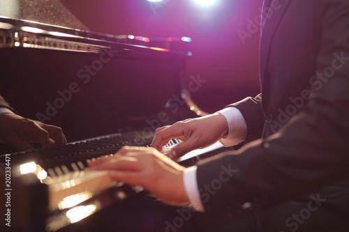 Fotografie, Obraz Close-up of a piano player
