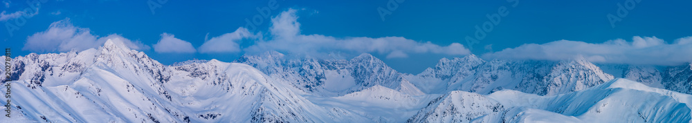 Zimowy wieczór w Tatrach, alpejski krajobraz Polski i Słowacji <span>plik: #202781811   autor: tomeyk</span>