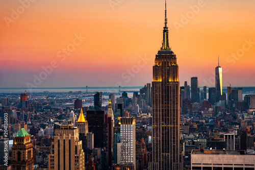 Aerial view on the city skyline in New York City, USA at sunset Fototapet
