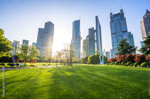 Valokuva modern office building with green lawn in shanghai park