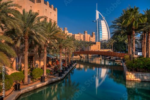 Canvas Print Palmenpark mit tollem Blick auf Burj Al Arab in Dubai