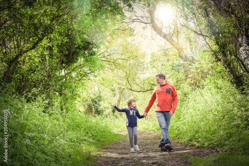 Valokuva promenade avec son papa