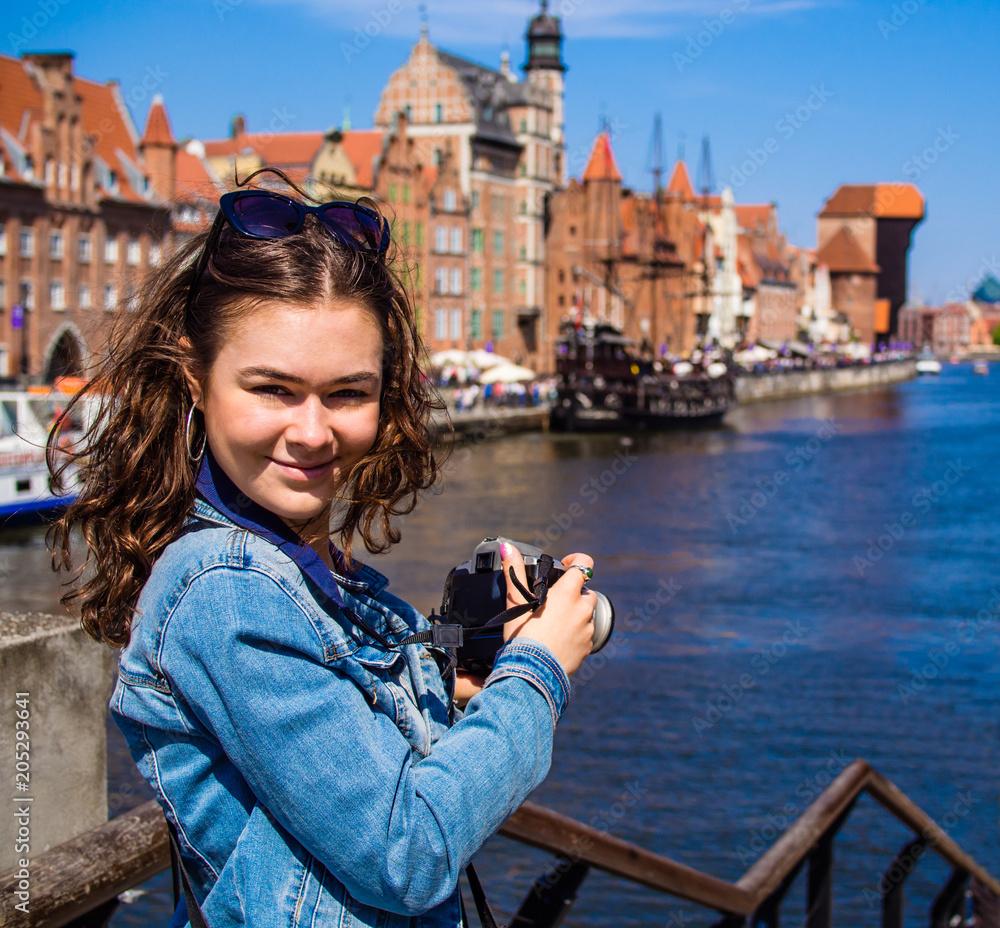 Young woman taking pictures <span>plik: #205293641 | autor: Jacek Chabraszewski</span>