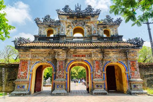 Cuadros en Lienzo The East Gate (Hien Nhon Gate) to the Citadel, Hue