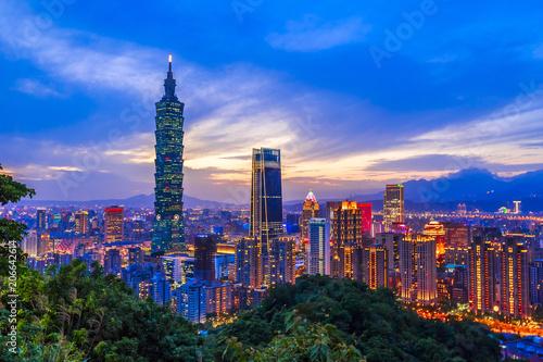 Fototapeta premium Nocny widok na Tajpej, Tajwan