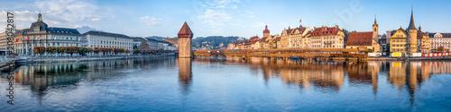 Obraz na plátně Luzern Stadtpanorama mit Altstadt und Wasserturm, Schweiz