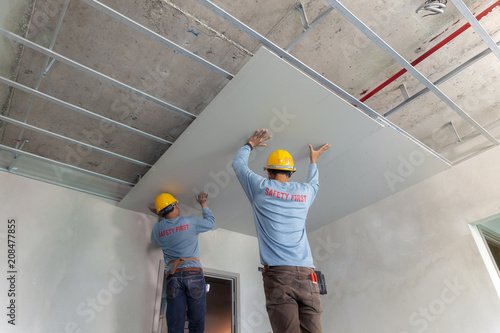 Cuadros en Lienzo Two man  help for ceiling house construction