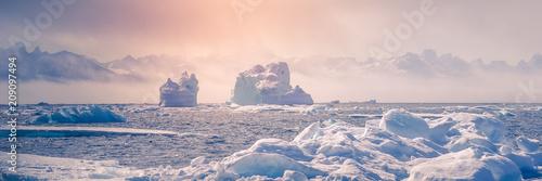 Cuadros en Lienzo Greenland : amazing iceberg on the sea, climate change. Banner