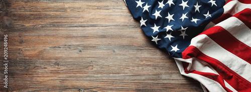 Fotografia United States Flag On Wooden Background