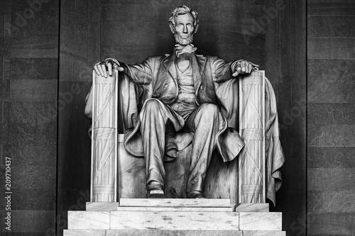 Canvas Print WASHINGTON, USA - JUNE 24 2016 - Lincoln statue at Memorial in Washington DC