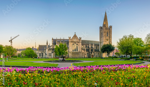 Canvas Print Night view of the St. Patrick's Cathedral in Dublin, Ireland