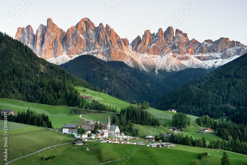 Fotomural Mountain valley in the Italy alps