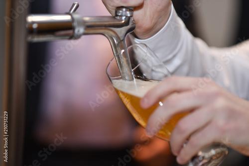 Obraz na plátne Bier zapfen