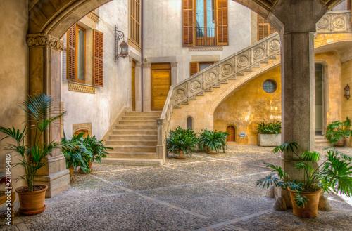 Obraz na płótnie A small courtyard in Palma de Mallorca, Spain