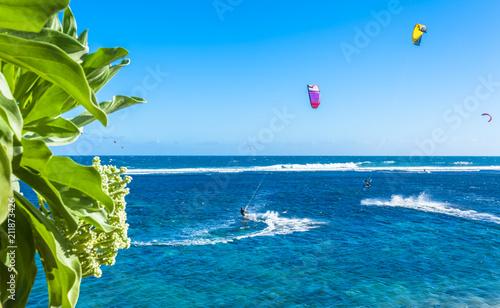 kitesurfing sur le lagon de Saint-Pierre, île de la Réunion