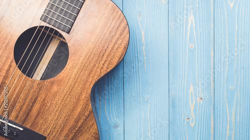 Obraz na plátne New brown guitar on wooden board