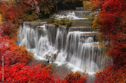 Naklejka na szafę Jesienny krajobraz wodospadu
