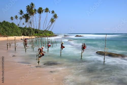 Canvas Print Die Stelzenfischer von Sri Lanka am Strand von Koggala