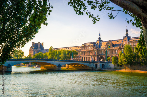 Photo View on Pont du Carrousel and Louvre Museum from Seine river in Paris, France